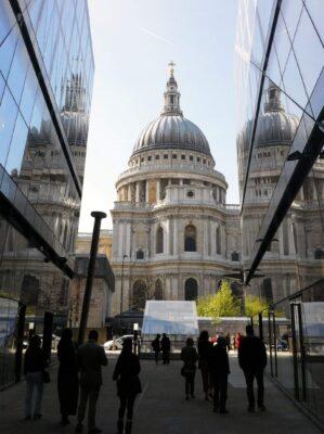 Millennium-Bridge-St-Pauls-Cathedral nơi nên đến du lịch khi du học ở Châu Âu