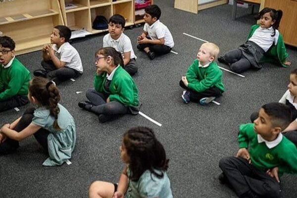 Biện pháp phòng chống Covid-19 của Anh để mở cửa trường học